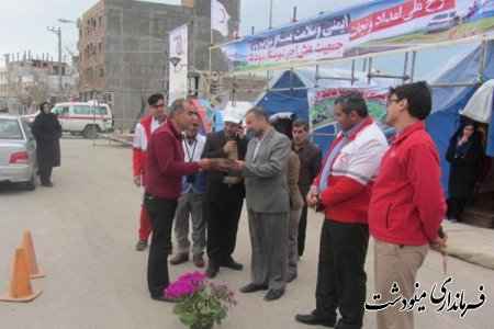 استقبال و پذيرايي از مسافران نوروزي در هنگام تحويل سال