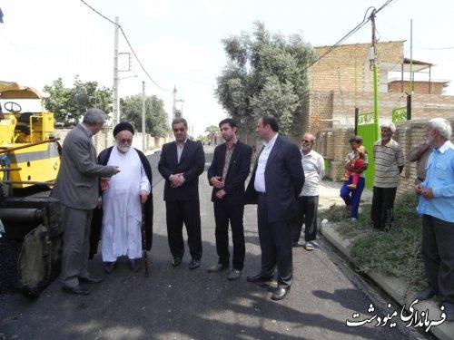 بازدید فرماندار مینودشت از پروژه آسفالت روستای قره چشمه