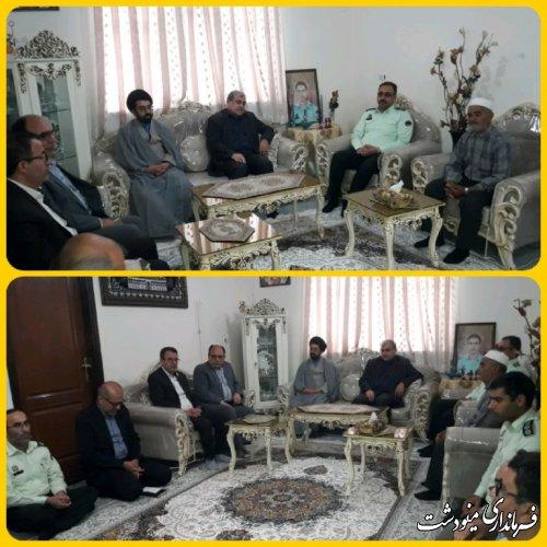 دیدار فرماندار مینودشت از خانواده شهید حسین تالانه