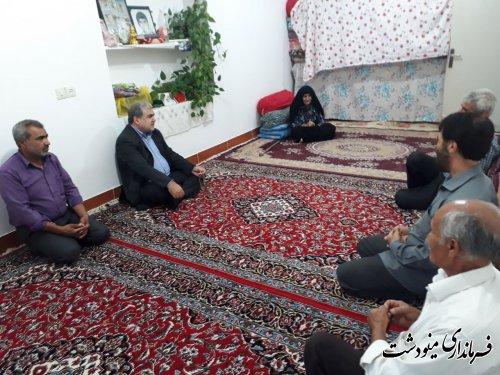 دیدار فرماندار با خانواده شهید حبیب الله قول در روستای مبارک آباد