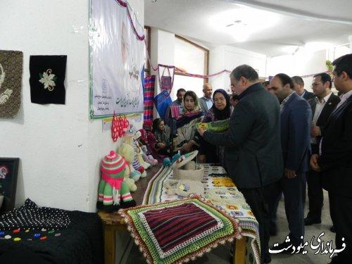 افتتاح نمایشگاه توانمندی های صنایع دستی و گردشگری شهرستان مینودشت