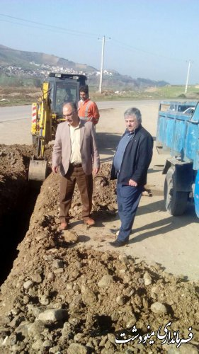 بخشدار مرکزی مینودشت از آغاز شبکه کابل نوری روستای جنگلده پایین خبر داد