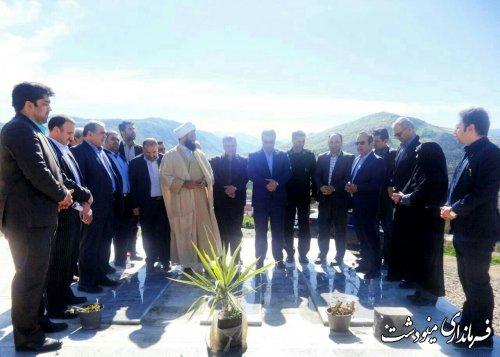 آیین غبارروبی وعطر افشانی مزارشهدای گمنام به مناسبت گرامیداشت هفته شهید