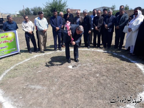 کلنگ زنی ساخت مدرسه خیرساز در مینودشت