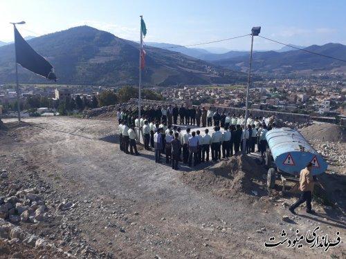 غبار روبی مزار شهدای شهرستان مینودشت به مناسبت هفته نیروی انتظامی