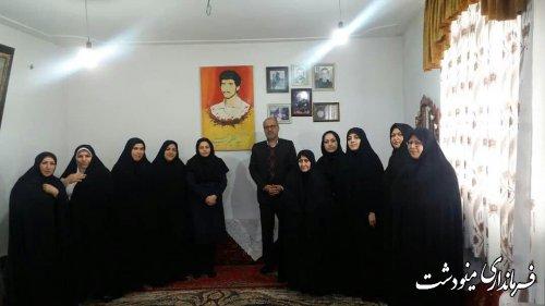 گزارش تصویری / دیدار کارشناس امور بانوان به همراه برخی مسئولین از مادر شهید سید عظیم حسینی