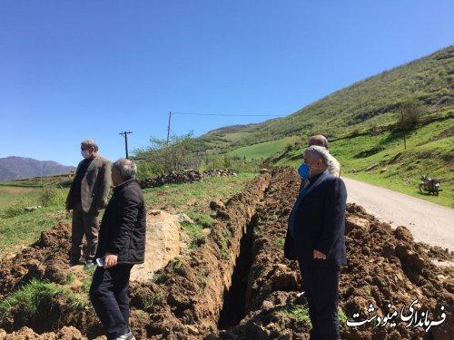 بازدید فرماندار از حفاري انتقال زميني خط شبكه ارتباطي مخابرات درروستاي زندانچال