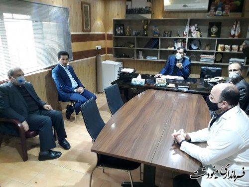 فرماندار مینودشت با حضور در یکی از واحد های تولیدی روز کارگر را به کارگران تبریک گفت