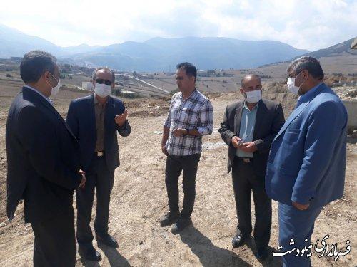 بازدید فرماندار مینودشت از روند اجرای آسفالت و ساخت و ساز در روستای قلعه قافه