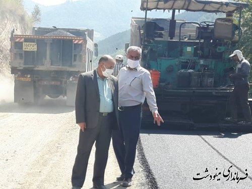 بازدید معاون فرماندار مینودشت از اجرای آسفالت جاده جدید (جاده آنتنی ) روستای جنگلده بالا