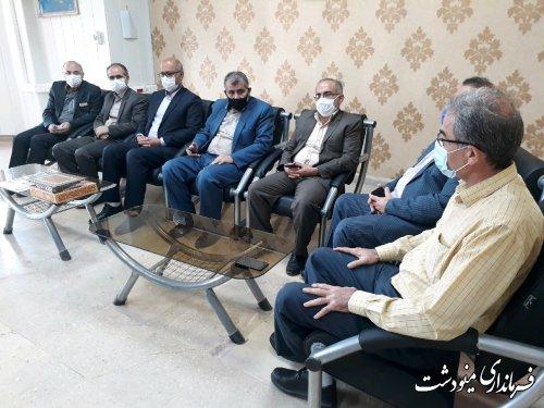 دیدار فرماندار با فرزند شهید کارمند اداره تامین اجتماعی مینودشت به مناسبت هفته دفاع مقدس