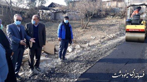 بازدید فرماندار از روند اجرای آسفالت و زیر سازی معابر روستای لیسه، مینودشت
