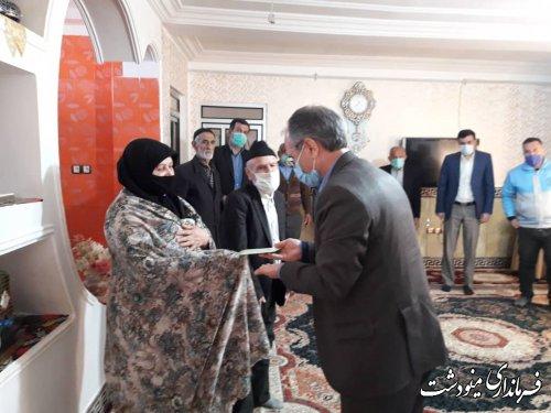 دیدار فرماندار با مادر شهید مرتضی وزیری در شهر دوزین