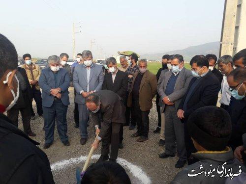 كلنگ زني طرح هادي روستای سنچولی آباد با حضور فرماندار مینودشت