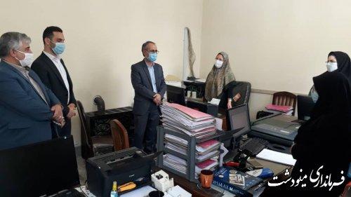بازدید فرماندار از محل ثبت نام داوطلبان انتخابات شورای اسلامی روستاها در بخشداری مرکزی