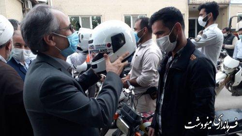 اهدای کلاه ایمنی بین راکبان موتورسیکلت در مینودشت توسط فرماندار  برگزار شد