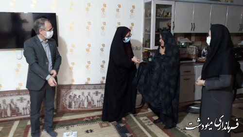 فرماندار مینودشت با خانواده شهید قره سفلو دیدار کرد