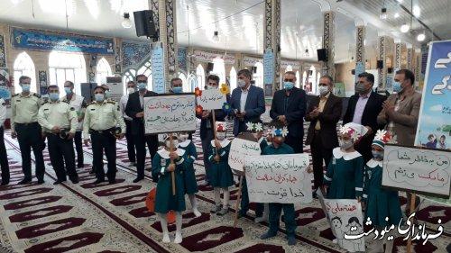 اهدای گل به مدافعان سلامت به مناسبت روز جهانی کودک با حضور فرماندار